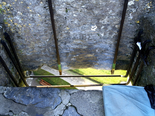 Blarney_Stone by  Andy Beecroft CC BY-SA 2.0 EDITED