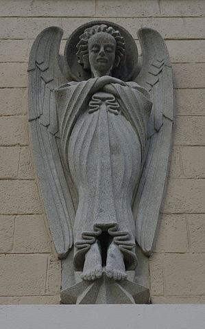 Holy_Angels_Catholic_Church_(Dyersburg,_Tennessee)_-_angel_statue