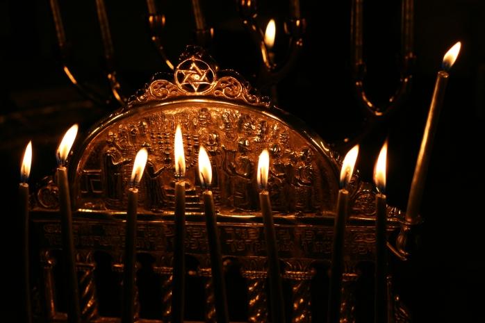 Hanukkah_menorah from wikimedia commons
